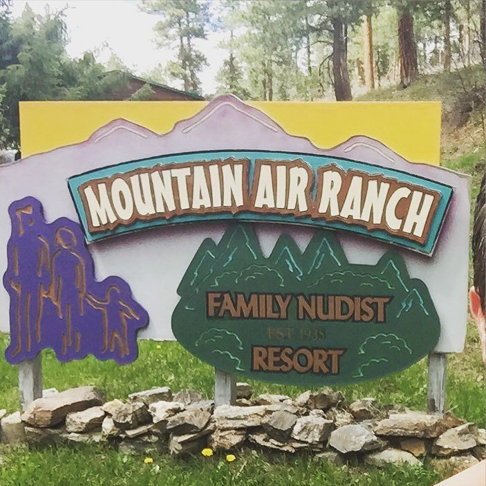 Mountain-Air-Ranch-@why.naked-Instagram